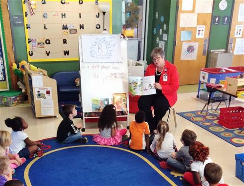 Connie Spears reading to Pre-K kids
